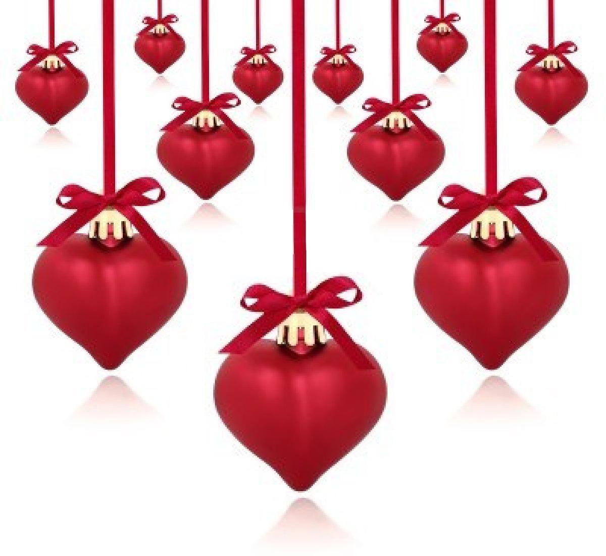 7903180-coeur-rouge-en-forme-de-boules-de-noel-avec-ruban-et-les-arcs-isoles-sur-fond-blanc